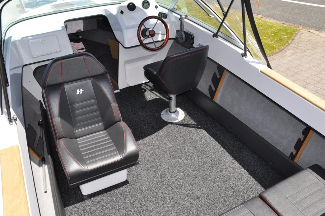 Spec your SR535 with marine carpet or Ultralon flooring. Note the large storage shelves. | Haines Hunter