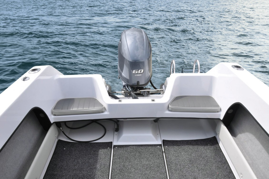 Transom seating with space for removable bait board | Haines Hunter