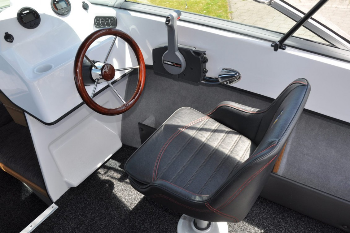 Stylish yet hard wearing upholstery. Great ergonomics when standing or sitting at the helm. | Haines Hunter