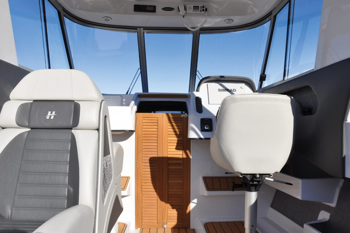 The SS660 is available with open or closed cabin (660c) | Haines Hunter
